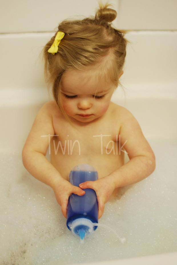 Sensory Bath: Squeeze Colors