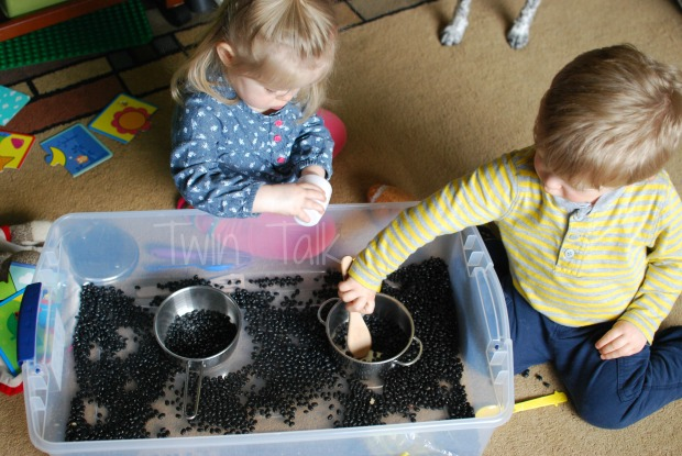 Weeknight Simple Sensory Bins